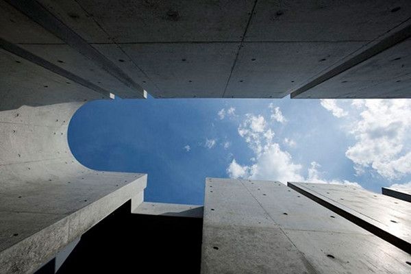 """Slit House in Japan 2 House of Shades and No Windows : """"Slit"""" from Eastern Design Office"""
