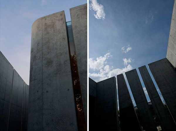 """Slit House in Japan 7 House of Shades and No Windows : """"Slit"""" from Eastern Design Office"""