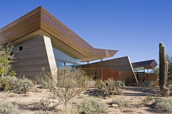 modern villa Freshome 05 Remote, Modern and Impressive: Desert Wing Residence in Arizona