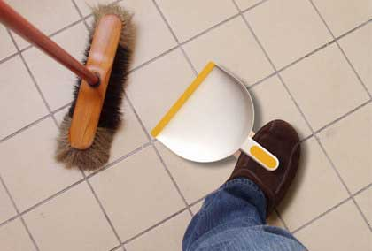 Foot-dustpan by Matthias Lange