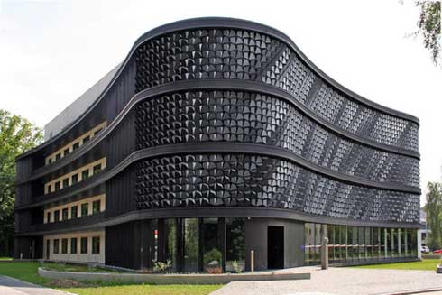Changing Building Facade acts Like Pixels formed by Natural Light