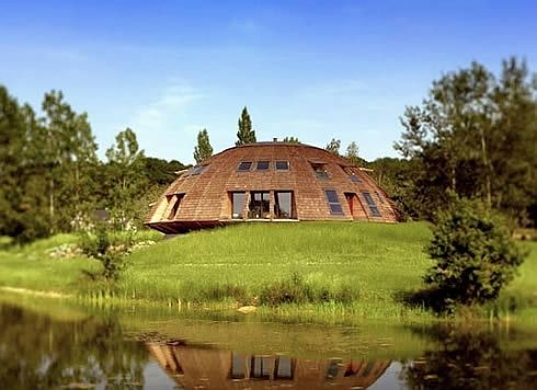 Rotating UFO-Homes: Solaleya Domes