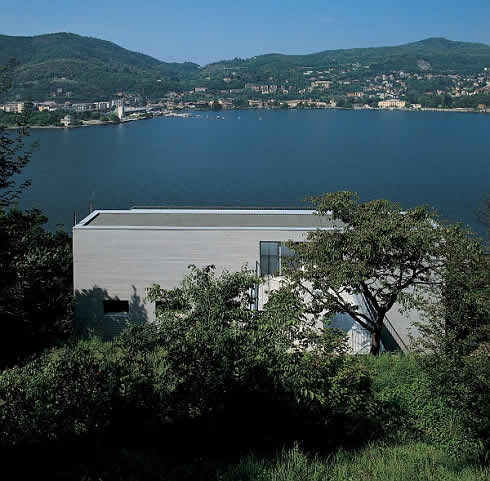 Italian Lake House by Marco Castelletti