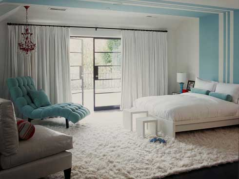 white blue interior design Inspirational Interior Design of the Day : Simple White & Blue Bedroom