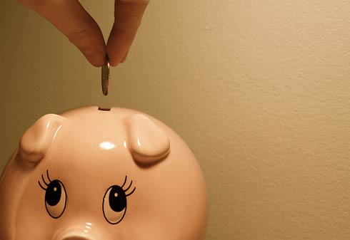 save money Recession blues: How to save money on home decorating