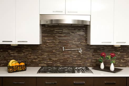 Decorating with Brown Glass Tile: High-End Style for Both Husband and Wife