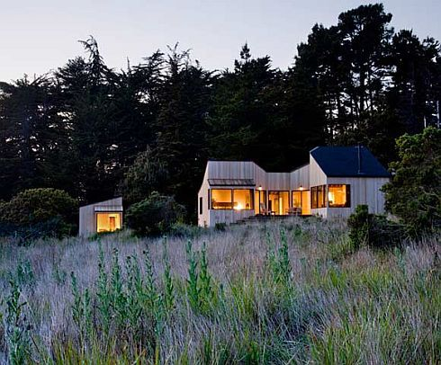 Mountain and Ocean: Sea Ranch Residence