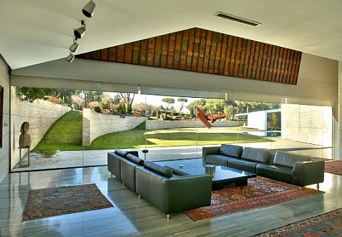 stylish-pozuelo-house-in-madrid