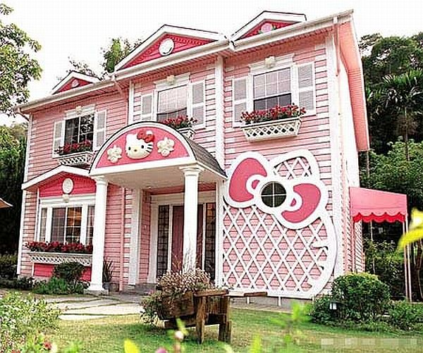 Hello Kitty House in Shanghai