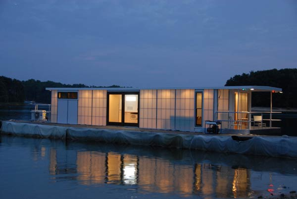 Home Design: Contemporary Luxury Houseboat with a Loft ...