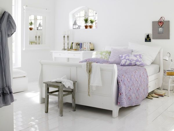 white color interior design2 Decorating White Spaces by Adding a Delicate Touch of Color