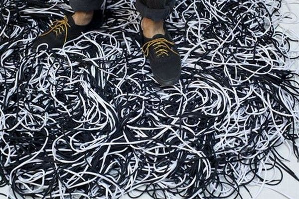 2 shoelacerug closeup SWhZY 1822 Rugs Made Out Of Shoelaces