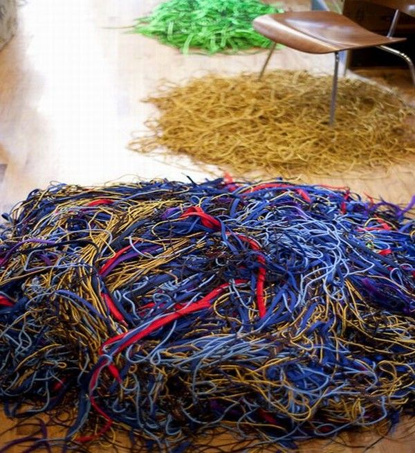 3 shoelacerug threeinarow S8RHH 1822 Rugs Made Out Of Shoelaces