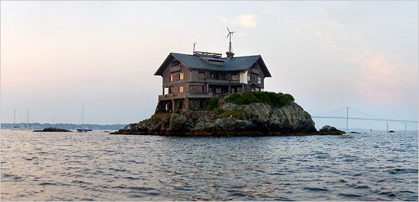 An Architect's Island Home: The Clingstone House