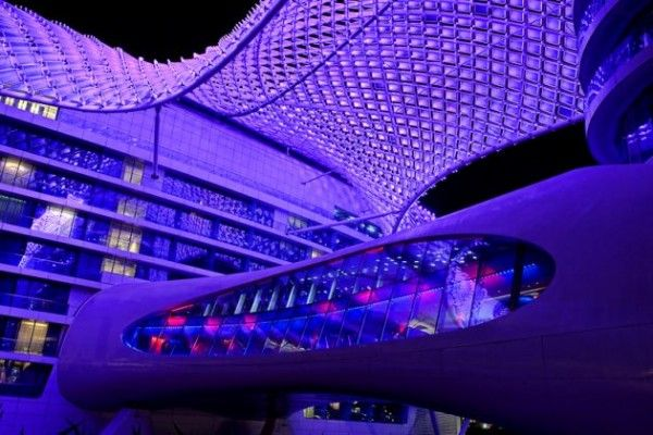 The YAS Hotel by Asymptote Architecture 6 600x400 The Largest LED Architecture Project in The World: Yas Hotel in Abu Dhabi