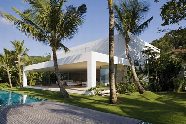 Exotic House in Brazil by Isay Weinfeld