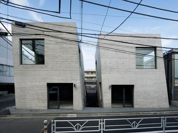 T2, Concrete Leaning Shops in Tokyo