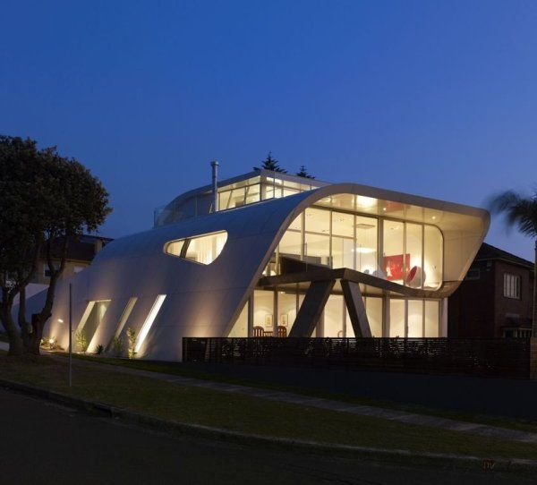 Unusual Moebius House by Tony Owen Partners