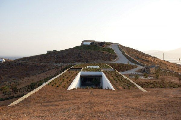 1262878900 aloni south int garden planted roof 1000x669 Amazing   Camouflaged Stone House in Greece