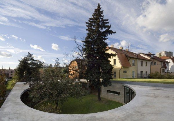 789655142 a69 eggo r0135 low Egg House, A Fantastic Circular Residence in Prague
