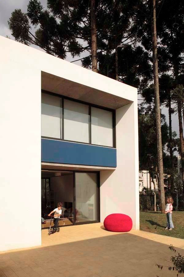casa curitiba u030210 vf31 Beautiful White Villa in Brazil by Una   Arquitetos