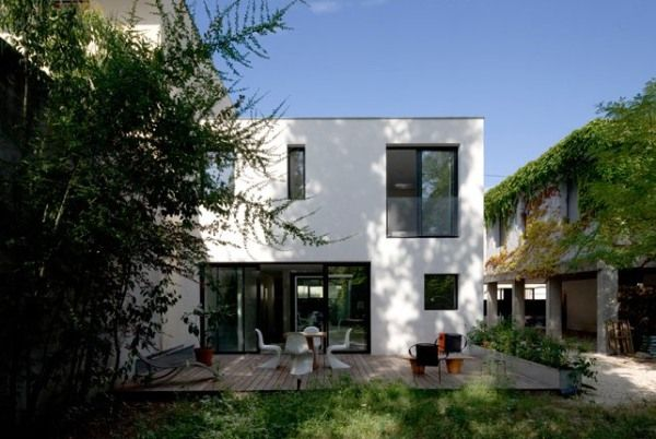 Maison 51, a Contemporary Compact Home in France