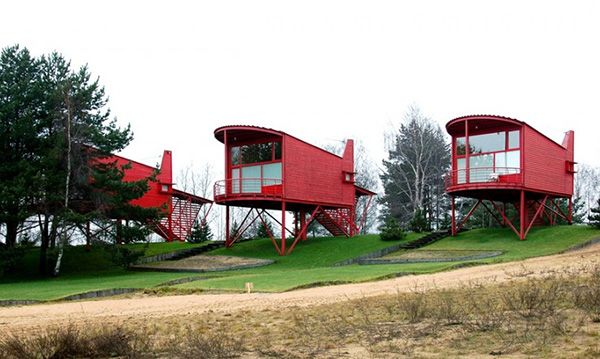 Unusual Suspended Guest Houses in Russia