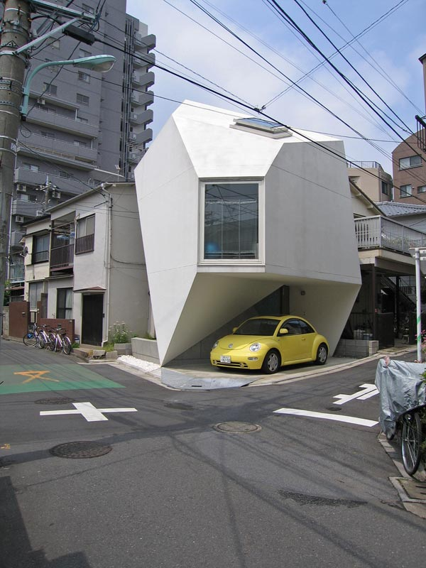 Amazing Home Breaking Architecture Rules in Tokyo's Center