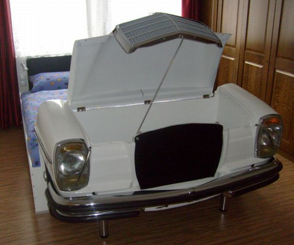 mercedes bed3 Bedroom Idea : Bed Made from an Old Mercedes