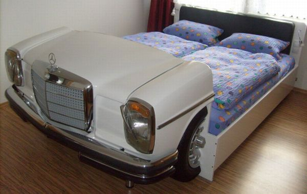 mercedes bed4 Bedroom Idea : Bed Made from an Old Mercedes