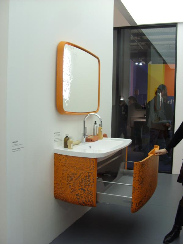 orange bathroom milano