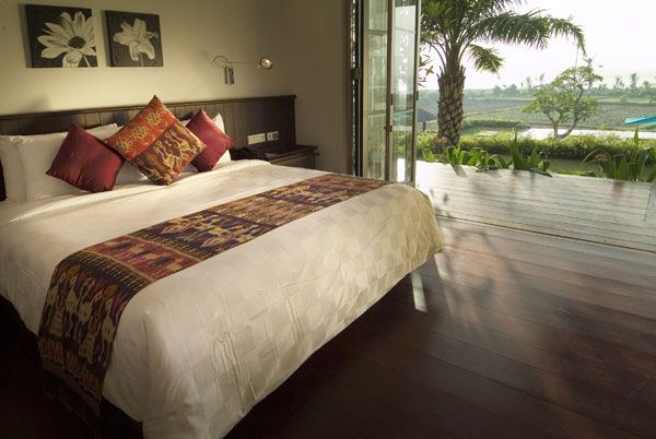 bedroom view villa 23 Amazing Bedrooms with a Panoramic View of the Ocean