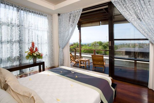 bedroom villa view morning 23 Amazing Bedrooms with a Panoramic View of the Ocean