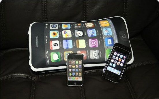 iphone 4gs pillow4 iCushion : Iphone 3GS Shaped Pillow