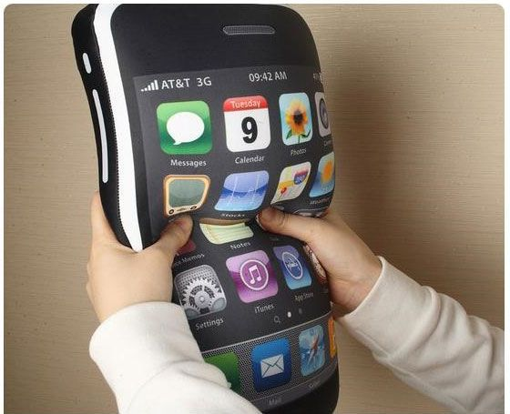 iphone 4gs pillow8 iCushion : Iphone 3GS Shaped Pillow