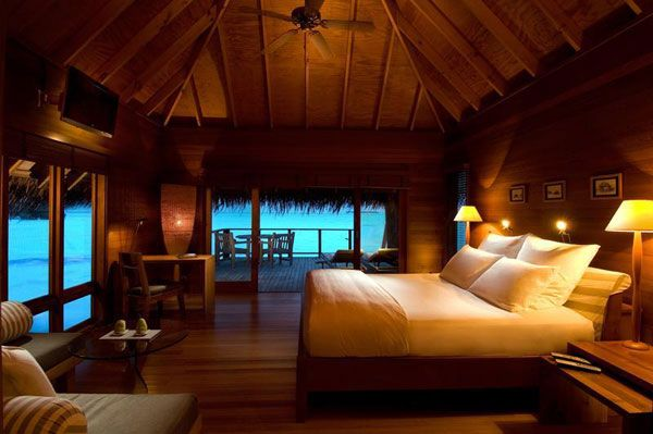 wood bedroom villa resort 23 Amazing Bedrooms with a Panoramic View of the Ocean