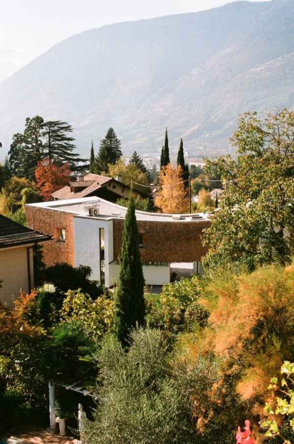 villa san valentino11882 Charming Modern House with a Twisted Traditional Exterior