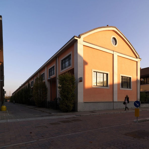 tl 230910 67 940x940 Amazing: Old Factory Turned into Twin Lofts in Milan
