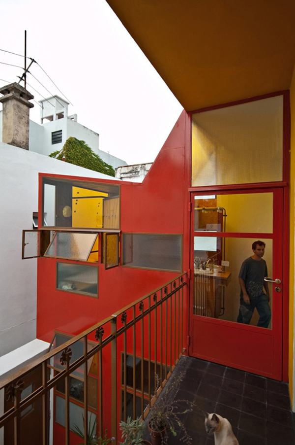 Min House 12 Uncommon Home Built with Local Market Materials in Buenos Aires