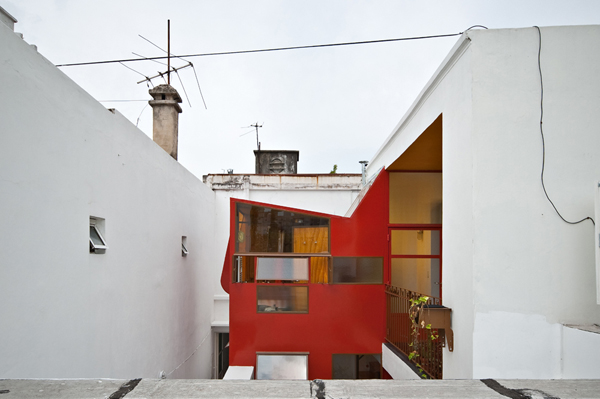 Min House 7 Uncommon Home Built with Local Market Materials in Buenos Aires