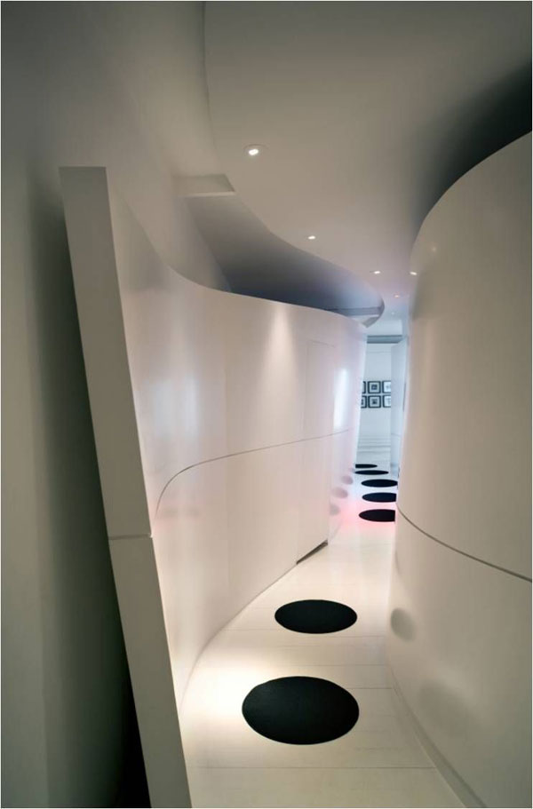 futuristic apartment1 Thinking Outside the Square: The Ruiz Maasburg Penthouse in Madrid