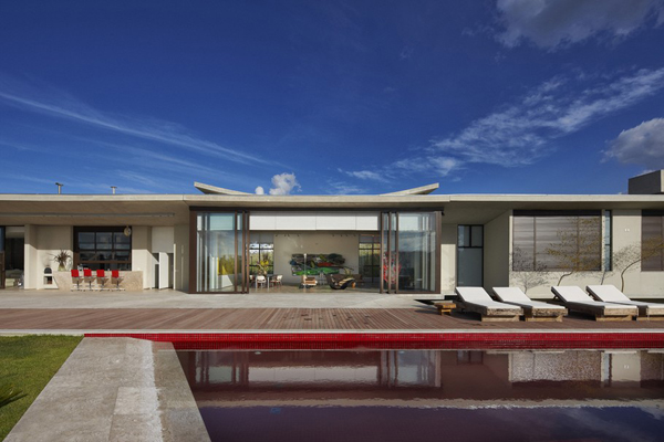 Casa JE by Humberto Hermeto 10 Magnificent Artistic Home with an Art Gallery in Brasil