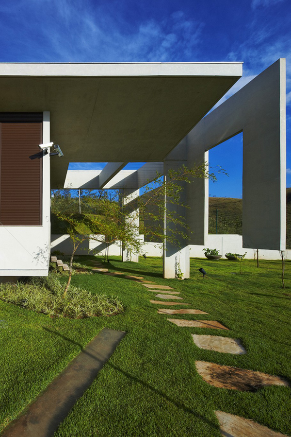 Casa JE by Humberto Hermeto 15 Magnificent Artistic Home with an Art Gallery in Brasil