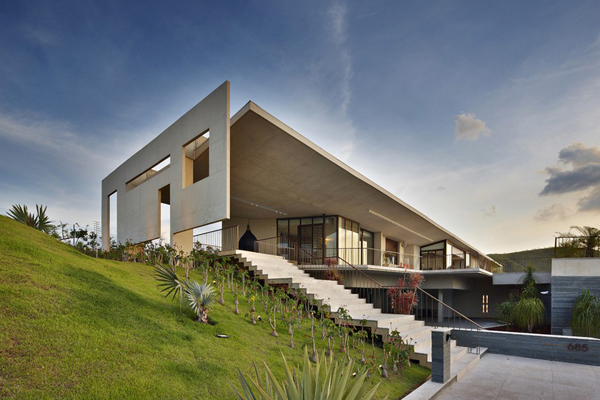 Casa JE by Humberto Hermeto 22 Magnificent Artistic Home with an Art Gallery in Brasil
