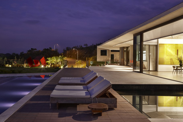 Casa JE by Humberto Hermeto 5 Magnificent Artistic Home with an Art Gallery in Brasil