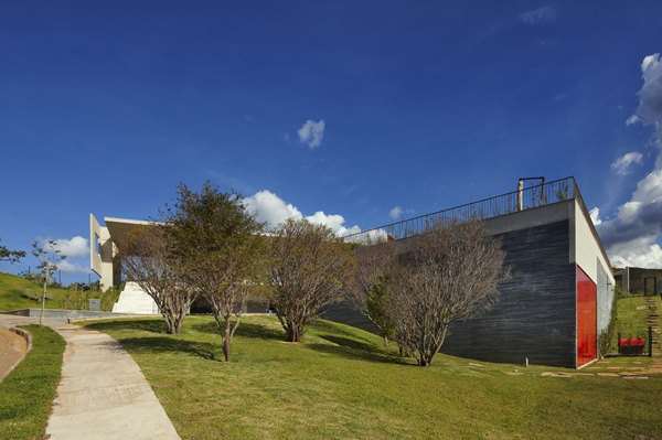 Casa JE by Humberto Hermeto 6 Magnificent Artistic Home with an Art Gallery in Brasil