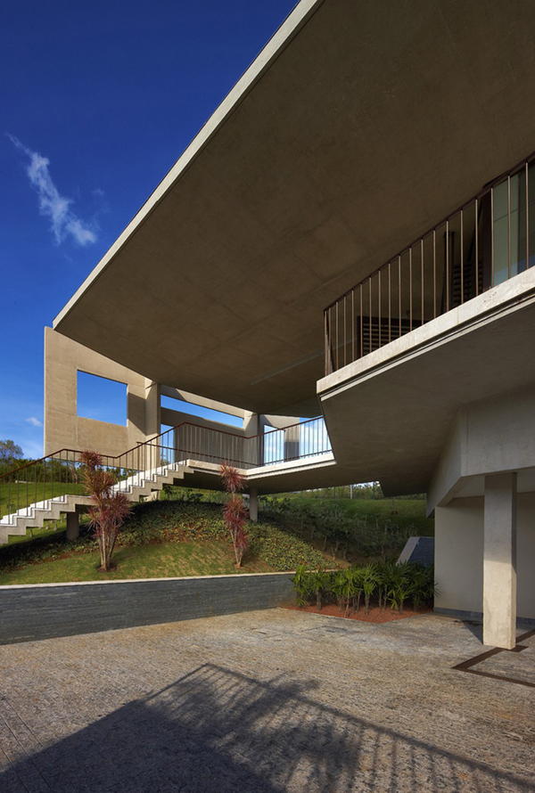 Casa JE by Humberto Hermeto 7 Magnificent Artistic Home with an Art Gallery in Brasil