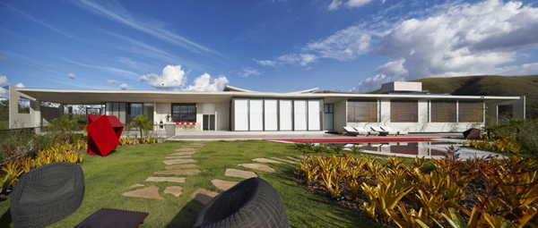 Casa JE by Humberto Hermeto 8 Magnificent Artistic Home with an Art Gallery in Brasil