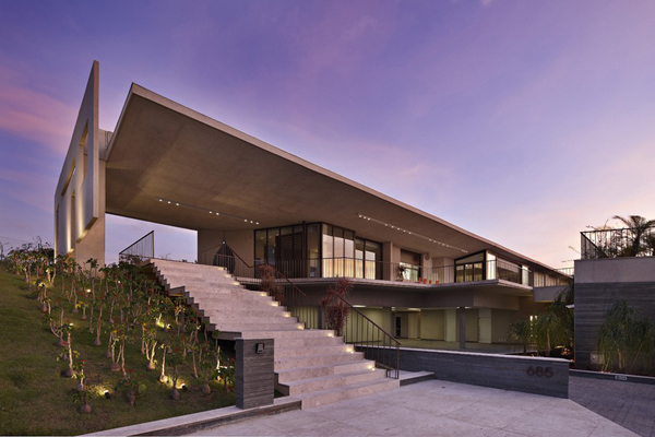 Casa JE by Humberto Hermeto Magnificent Artistic Home with an Art Gallery in Brasil