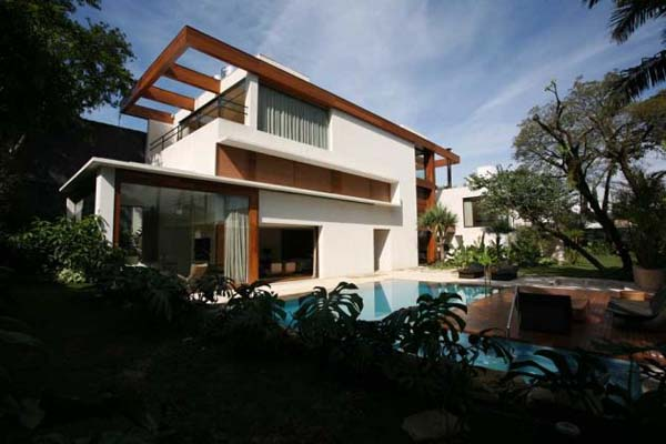 jardim Contemporary Home placed among Threatened Jungle Species